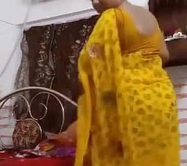 Bhabhi mummy disrobing for paramour