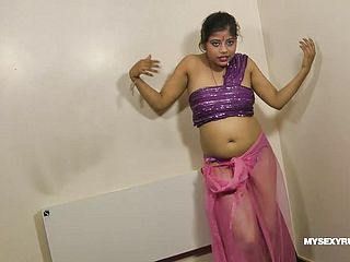 Gujarati Scorching Stunner Rupali Dirty Chatting And Unclothing Flash