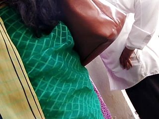 Wondrous desi Mysore aunty in low thigh Saree in public