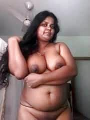 Molten mallu aunty posing naked for beau