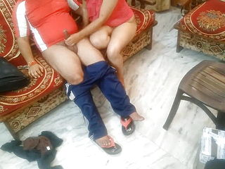 Indian wifey cheats on her hubby for bang out